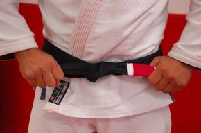 Tying the Belt